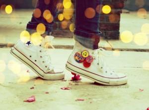 3bf675c82fd5 Ändere die Buttons und gestalte neue Schuhe! So sind deine Converse nicht  mehr Schuhe sondern wahre Kunstwerke!