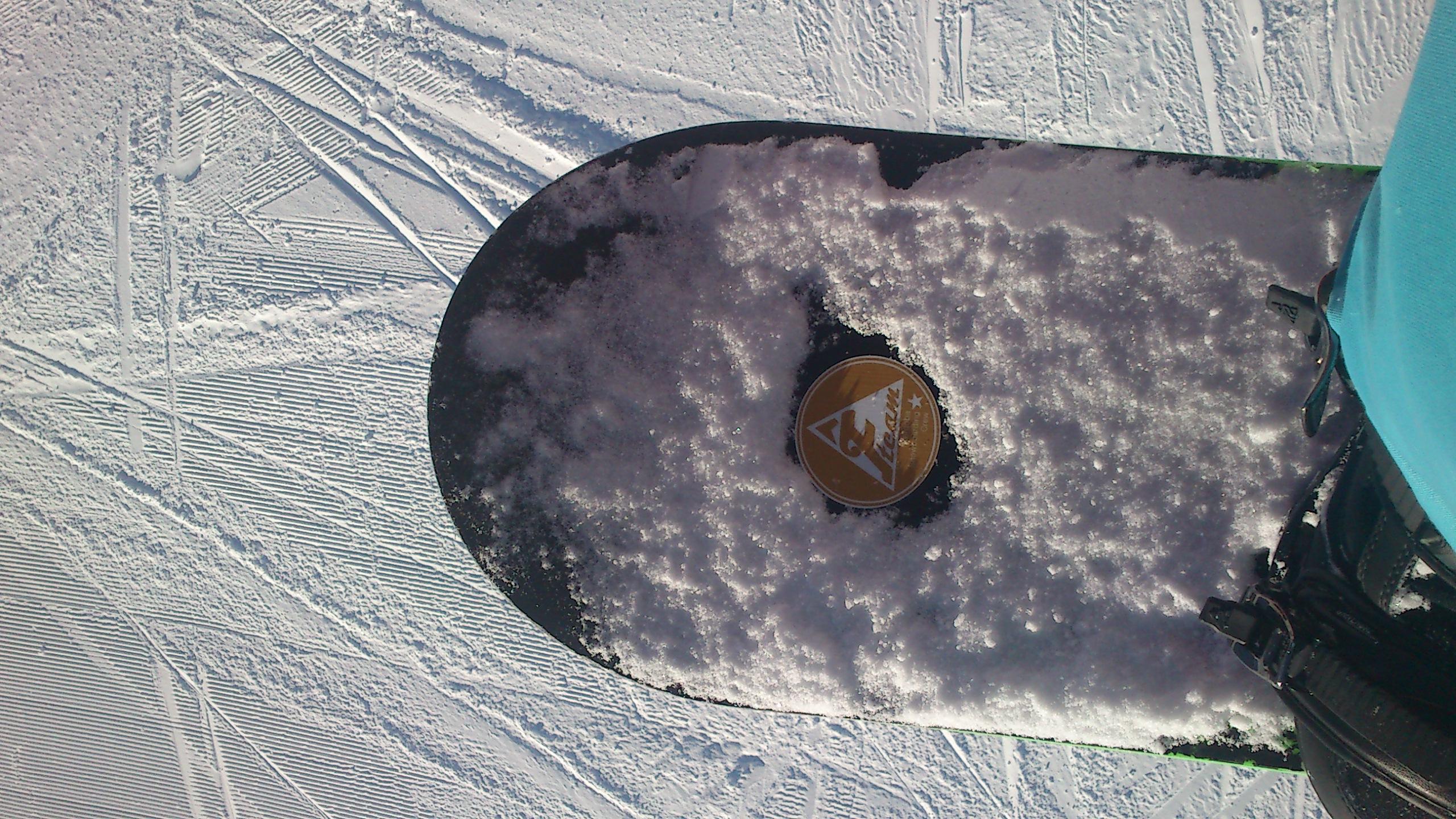 Snowboard mit Sticker von Camaloon